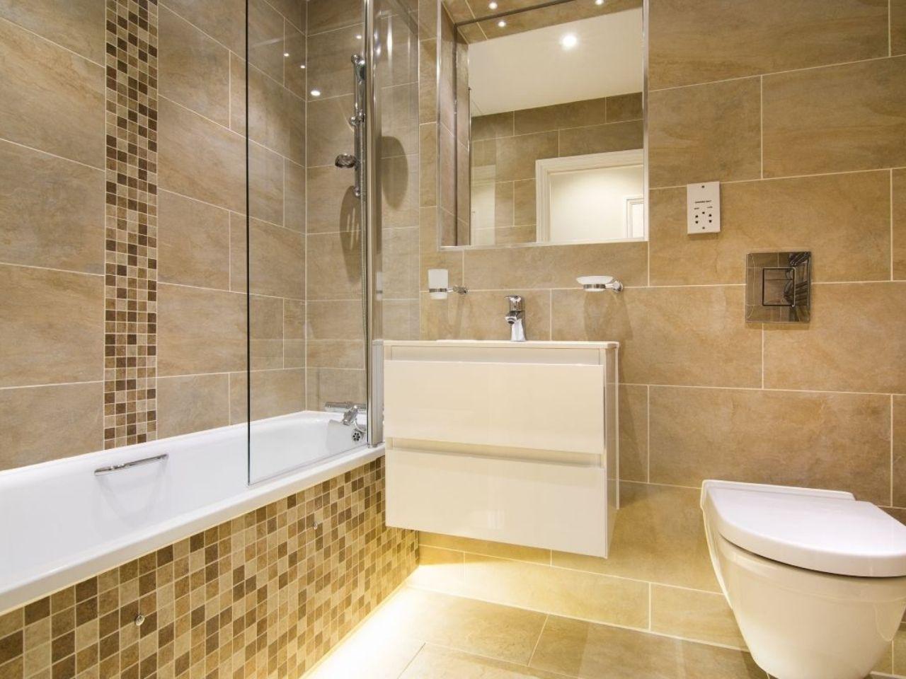 Cream bathroom suite